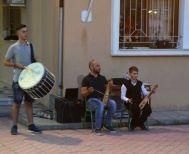 Ξεκινούν τμήματα χορωδίας, ποντιακής λύρας, κιθάρας, ζωγραφικής και φωτογραφίας στον Σύλλογο Βεργίνας «Αιγές»
