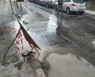 Συνεχίζει  να αναβλύζει νερό  στην οδό Εδέσσης