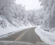 Πού έχει διακοπεί η κυκλοφορία των οχημάτων στη Βόρεια Ελλάδα, λόγω χιονόπτωσης και παγετού
