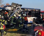 Μετωπική σύγκρουση σχολικών λεωφορείων στη Γερμανία με 40 τραυματίες