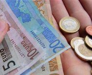 Κατώτατος μισθός: Πόσο πληρώνεται την ώρα στην Ελλάδα & σε άλλες χώρες