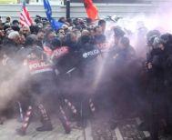 Τίρανα: Σοβαρά επεισόδια έξω από το πρωθυπουργικό μέγαρο (video)