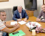ΔΗΜΟΣ ΑΛΕΞΑΝΔΡΕΙΑΣ - Υπογράφηκε   η σύμβαση επανακατασκευής   δαπέδου στο Κλειστό Γυμναστήριο   του 2ου Γυμνασίου-Λυκείου