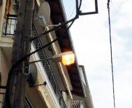 Τσάμπα καίει  η λάμπα στην οδό Λουτρού