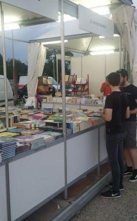 Διαμαρτυρόμενοι ξεναγοί αλλά και εκδότες  του Φεστιβάλ βιβλίου   για ελέγχους του ΣΔΟΕ  στα περίπτερα
