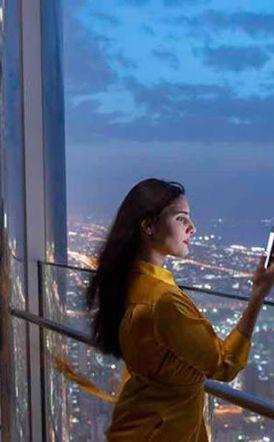 Το ψηλότερο μπαρ στον κόσμο μόλις άνοιξε σε ουρανοξύστη του Ντουμπάι