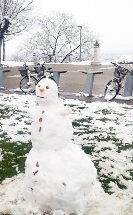 Μόνο ο χιονάνθρωπος κάνει ποδήλατο τέτοια εποχή!