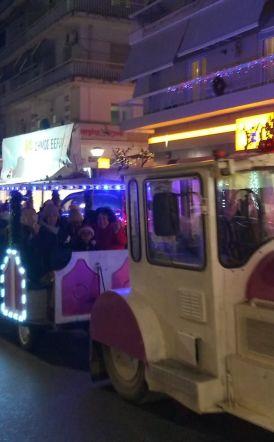 Ξεκίνησε το χριστουγεννιάτικο τρενάκι στη Βέροια! - Πρώτη βόλτα με τη Φιλαρμονική