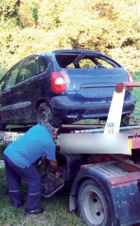 Μαζεύει εγκαταλελειμμένα αυτοκίνητα  η Δημοτική Αστυνομία