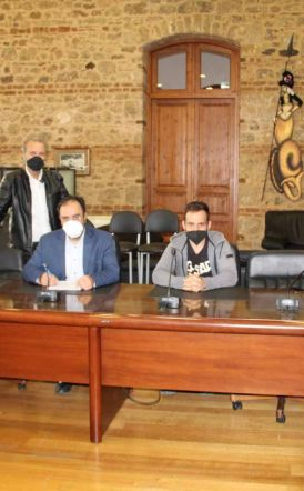 Υπογραφή Σύμβαση για Συντήρηση και Τοποθέτηση στηθαίων στο Δήμο Βέροιας