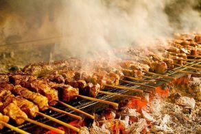 Τσικνοπέμπτη  όχι μόνο του κρέατος,  αλλά και της παρέας