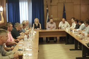 Σύσκεψη στο Υπουργείο Αγροτικής Ανάπτυξης και Τροφίμων για τα προβλήματα στη φετινή αγορά επιτραπέζιου ροδάκινου