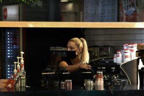 Μπαρ και καφετέριες: Αυτά είναι τα νέα μέτρα από 3 Αυγούστου