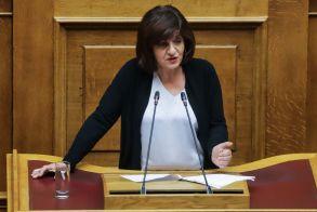 Φρόσω Καρασαρλίδου, στην ομιλία της στη Βουλή: «Υπονομεύετε τους νέους και δίνετε θέσεις σε γαλάζιους συνταξιούχους»
