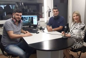 Η Υφυπουργός Κατερίνα Παπακώστα μίλησε ζωντανά  στο στούντιο του ΑΚΟΥ 99.6