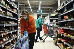 Ανοιχτά τα σούπερ μάρκετ την Κυριακή - Το ωράριό τους την Μεγάλη Εβδομάδα