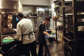 Ένα εντυπωσιακό restobar στην Κατερίνη από τη Sofkos-Inoxcon