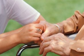 Ζητείται κυρία για φύλαξη ηλικιωμένου σε 24ωρη βάση