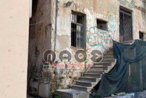 Σε αποσύνθεση το εγκαταλελειμμένο της οδού Πλατάνων - Είχε προσφερθεί παλιότερα στο Δήμο Βέροιας (Εικόνες)