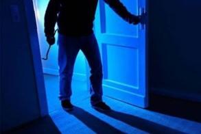 Κοζάνη: Διαρρήκτες... μερακλήδες μπήκαν σε σπίτι, έκλεψαν, ήπιαν ένα «12αρι» ουίσκι και κοιμήθηκαν εκεί