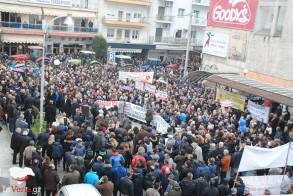 «Πολεμικό» μέτωπο μεταξύ ΠΑΜΕ   και ΓΣΕΕ για τις απεργιακές συγκεντρώσεις - Λάβρες ανακοινώσεις του Εργατικού Κέντρου Βέροιας και του ΠΑΜΕ Ημαθίας
