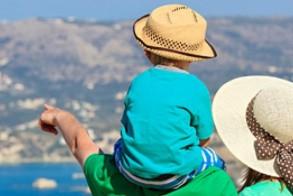 Διακοπές με παιδιά: Όλα όσα πρέπει να προσέξετε στην παραλία