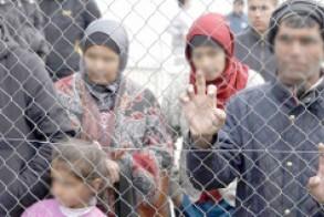 Παίρνει φωτιά η καυτή πατάτα του προσφυγικού