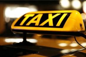 Βρήκε στο ταξί του πορτοφόλι με 5.200 ευρώ και το παρέδωσε στην γυναίκα που το έχασε
