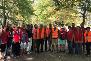 Ο Λάζαρος Τσαβδαρίδης σε εθελοντικό καθαρισμό στον Πολυπλάτανο
