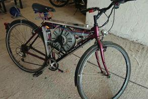 Hλεκτρικό ποδήλατο με μοτέρ από πλυντήριο πιάνει τελική 110 χλμ./ώρα! - Βίντεο