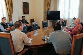 Κλιμάκιο του ΕΟΔΥ σε σύσκεψη στο δημαρχείο Κοζανης
