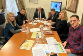"Yπεγράφη η σύμβαση για το ""Ανοιχτό Κέντρο Εμπορίου Δήμου Αλεξάνδρειας"""