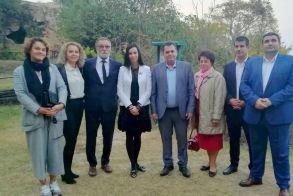 Στα βήματα του Μεγάλου Αλεξάνδρου στην Ημαθία, ξενάγησε εκπροσώπους πέντε ρουμανικών νομών ο αντιπεριφερειάρχης Κώστας Καλαϊτζίδης