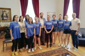 """Η ομάδα Χιπ Χοπ """"Overthose"""" του τμήματος Ρυθμικής Γυμναστικής του Φιλίππου στο Δήμαρχο Βέροιας"""