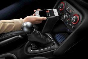 Γιατί δεν πρέπει να φορτίζετε το κινητό σας στο αυτοκίνητο