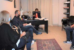 Συνάντηση της Φρόσως Καρασαρλίδου με τους επαγγελματοβιοτέχνες