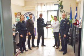 Απονομή τιμητικής πλακέτας στη Χρυσούλα Λιούλια για την πολύτιμη προσφορά της στην Ελληνική Αστυνομία