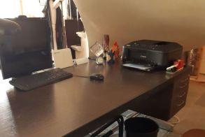 ΠΩΛΕΙΤΑΙ γραφείο επαγγελματικό γερμανικής κατασκευής με φοριαμό και τρεις πολυθρόνες