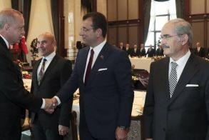 «Βράζει» από κορονοϊό η Τουρκία: Ζητά lockdown ο Ιμάμογλου και «στριμώχνει» τον Ερντογάν
