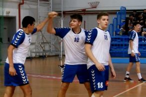 Σε φουλ ρυθμούς οι Εθνικές ομάδες χαντ μπολ. Φιλικά στην Βέροια μεταξύ των Εφήβων Ελλάδας -Σερβίας