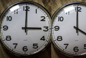 Μια ώρα μπροστά τα ρολόγια από την Κυριακή