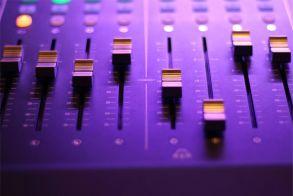 Ζητείται ηχολήπτης από τον Ρ/Σ ΑΚΟΥ 99.6 με γνώσεις μοντάζ
