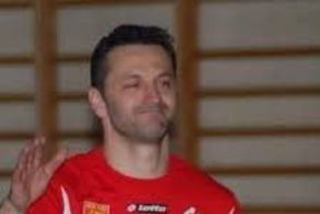Ο Γιώργος Γιούπης στο πάγκο της ανδρικής ομάδας χαντ μπολ του Φιλίππου