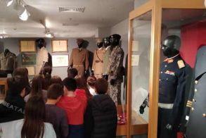 Η έκτη τάξη του 2ου δημοτικού σχολείου Βέροιας επισκέφθηκε την έκθεση  ιστορικού υλικού «Ιστορικό Πανόραμα