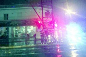 Οδηγός φορτηγού «έκοψε» την κολόνα φωτισμού στα φανάρια της Κύπρου και συνέχισε την πορεία του μέχρι που συνελήφθη!