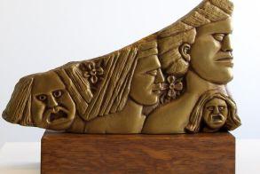 Δωρεά γλυπτών του Μιχάλη Κευγά στη Δημόσια Βιβλιοθήκη Βέροιας - Περισσότερα από 160.000 τεκμήρια στη συλλογή της!