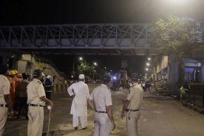 Πέντε νεκροί από πτώση πεζογέφυρας στην Ινδία