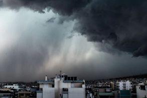 Πτώση της θερμοκρασίας με ισχυρές βροχές, καταιγίδες και χιόνια σε περιοχές με χαμηλό υψόμετρο