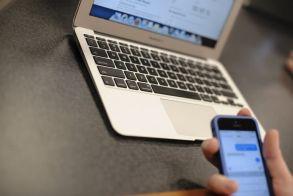 Ένας στους δύο Έλληνες συναλλάσσεται με το Δημόσιο ηλεκτρονικά