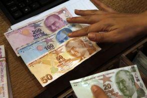 «Βουλιάζει» και πάλι η τουρκική λίρα